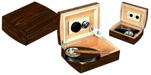 Humidor in noce arrotondato inclusi accessori